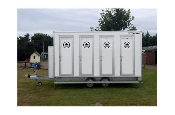 4 bay shower trailer
